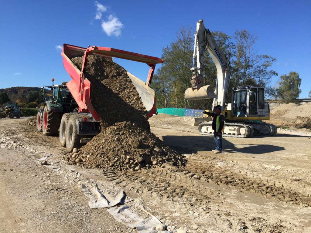 Bauarbeiten am Trenndeich im Bereich Schwaig (2)